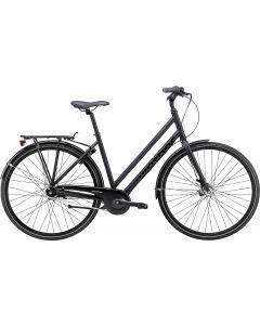Black Winther 2 er en klassisk citybike til pendleren, der sætter pris på maksimal komfort, funktionalitet og design. Black Winther serien kan genkendes på sit tidløse, helsorte aluminiumsstel samt sin diskrete grafik.